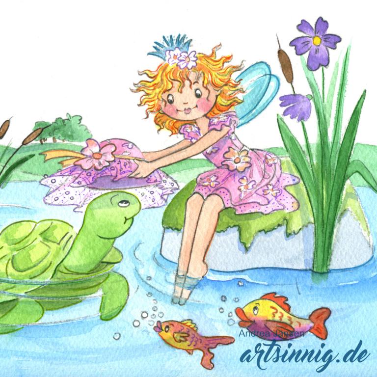 Prinzessin Lillifee sitzt am Seeufer auf einem großen Stein und setzt der Wasserschildkröte einen großen rosa Sommerhut auf.