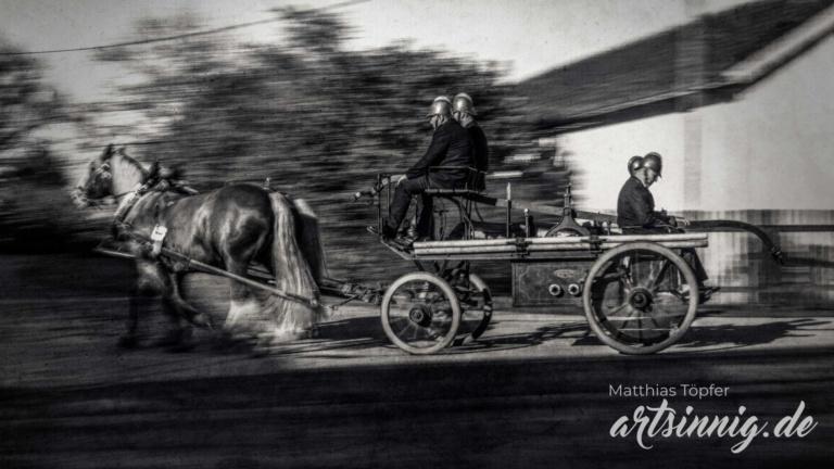 slow shutter speed Tiere Fotodesign von einem Feuerwehr Gespann mit Pferden